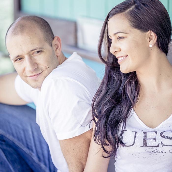 Junges Paar auf Veranda