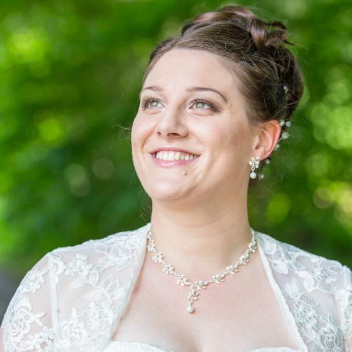 Braut vor Blätterwald