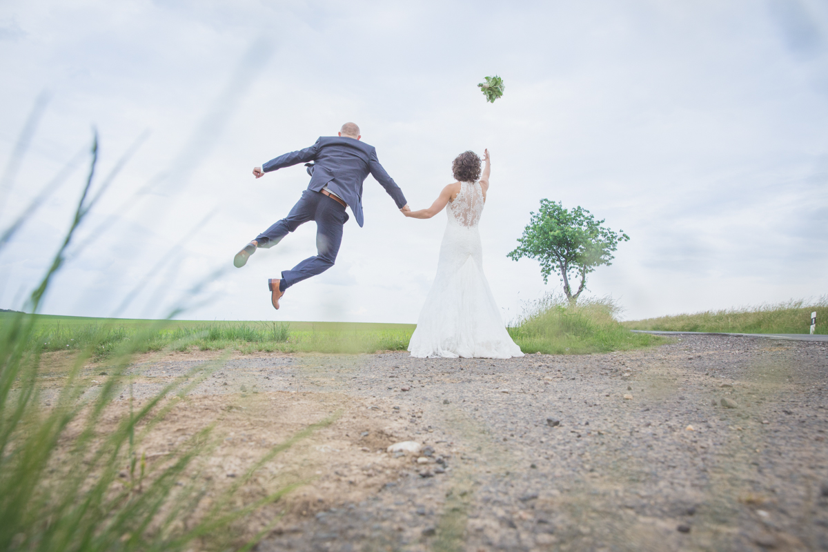 Ehemann macht Freudensprung